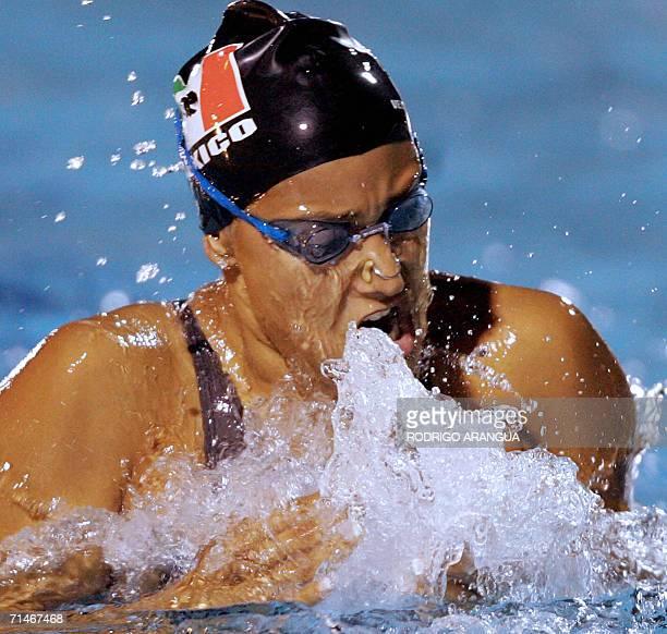 La nadadora mexicana Adriana Marmolejo durante la prueba 200 m pecho en la cual obtuvo la medalla de oro el 17 de julio de 2006 en la ciudad de...