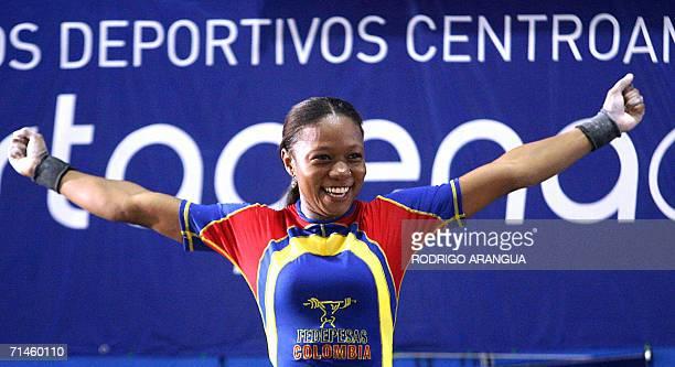 La pesista colombiana Ana Lemus de 53 Kg celebra tras levantar 109 Kg en la modalidad de Emvion con lo que obtuvo el oro el 16 de julio de 2006 en...
