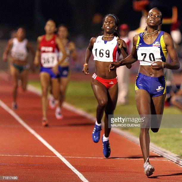 Rosibel Garcia de Colombia cruza la meta al ganar los 1500 m llanos femeninos donde gano medalla de Oro durante los XX Juegos Centroamericanos y del...