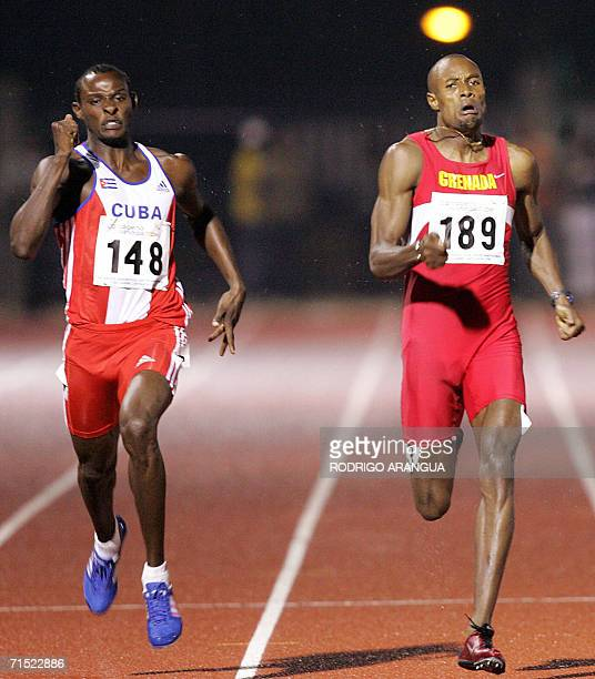 Yeimer Lopez de Cuba cruza la meta para ganar la prueba de los 400 m venciendo a Alleyne Francique de Grenada el 26 de julio de 2006 en la ciudad de...