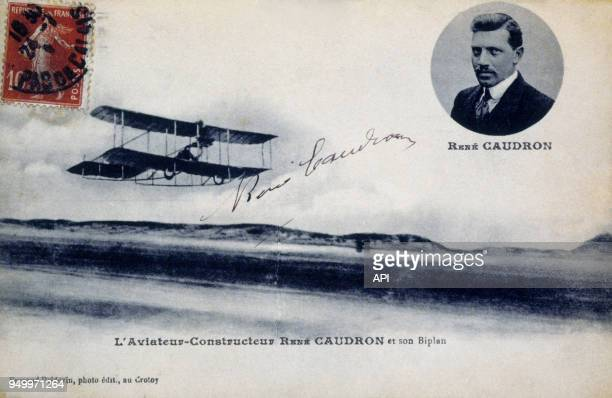 Carte postale de René Caudron et son biplan en vol vers 1908 près de la plage du Crotoy France