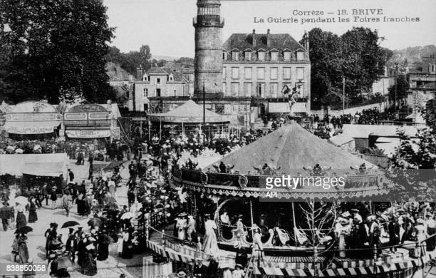 Carte postale illustrée par la photographie du parc de La Guierle pendant les Foires franches à BrivelaGaillarde en France