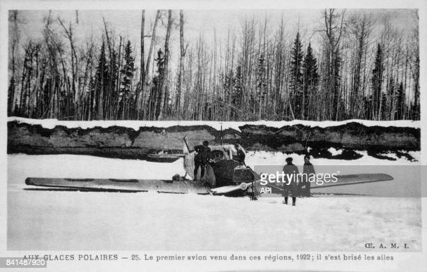 Carte postale illustrée par la photographie du premier avion venu dans les Glaces Polaires et qui s'y est écrasé en 1922