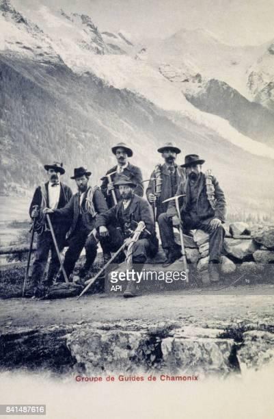 Carte postale illustrée par la photographie d'un groupe de guides de montagne à Chamonix en France