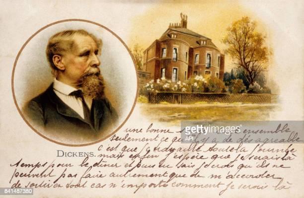 Carte postale représentant un portrait du romancier britannique Charles Dickens en médaillon et un manoir