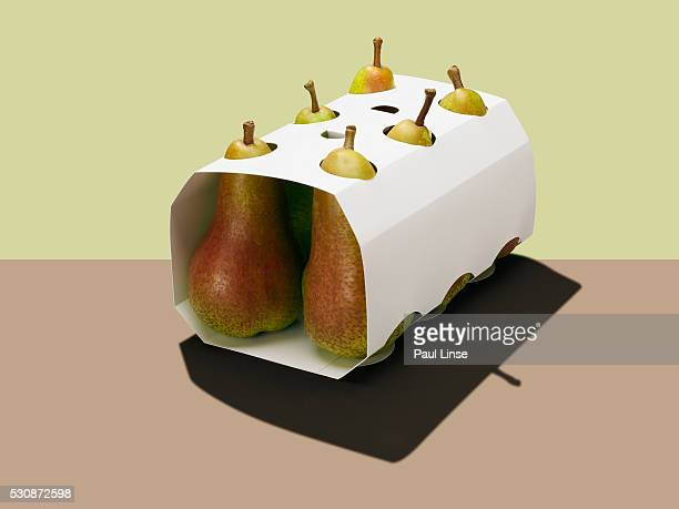 carton of pears - rijp voedselbereiding stockfoto's en -beelden