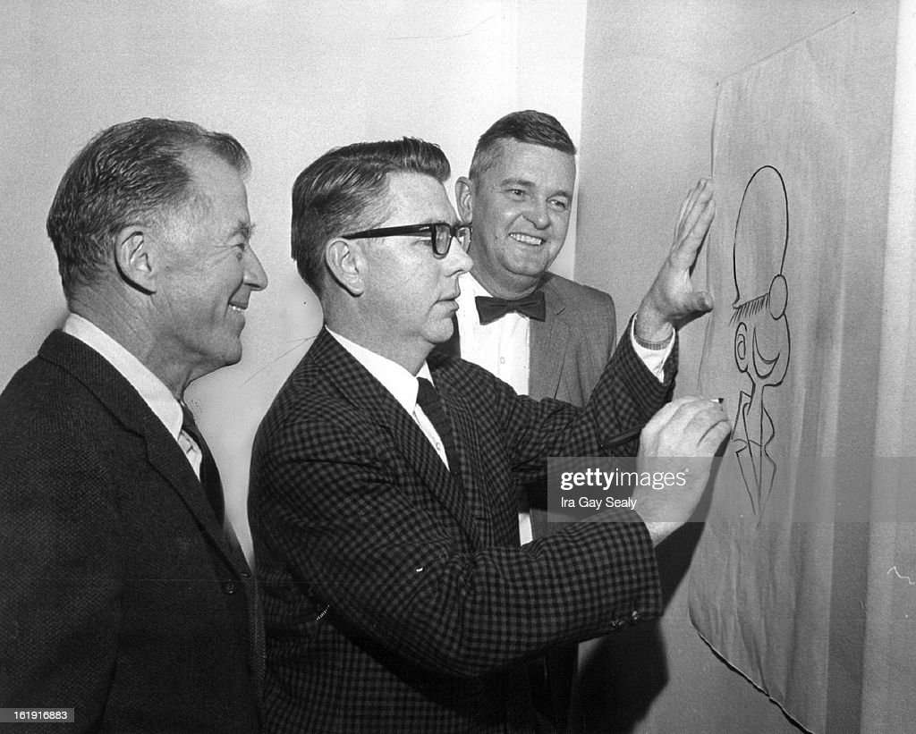 "FEB 20 1965, FEB 20 1966; Cartoonists Get Together; Giving Cartoonist Mort Walker, creator of ""Beetl : News Photo"