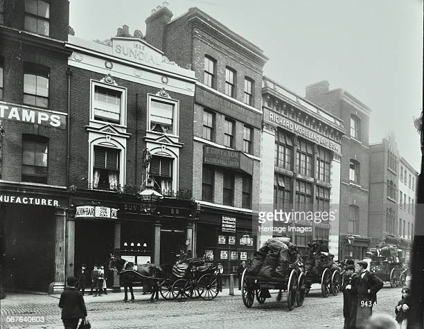 Carts outside the Sundial public house 8288 Goswell Road London 1900 Horsedrawn carts laden with sacks of coal pass in front of the Sundial and...