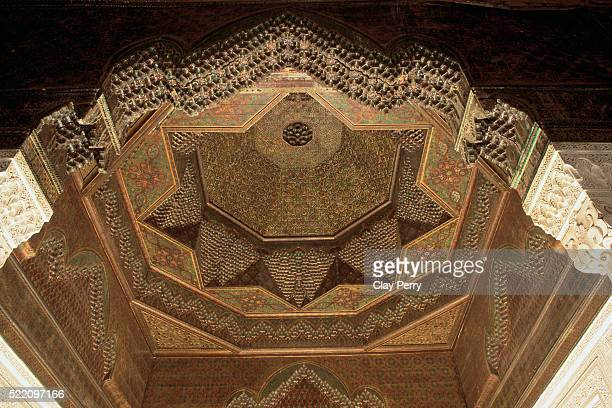 carved ceiling at telouet kasbah - telouet kasbah photos et images de collection