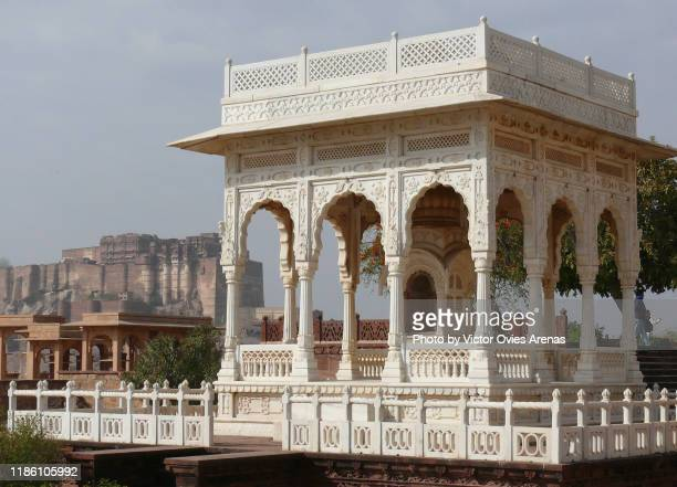 carved gazebo at the jaswant thada cenotaph complex and the meherangarth fort in the background in jodhpur, rajasthan, india - the cenotaph stock pictures, royalty-free photos & images