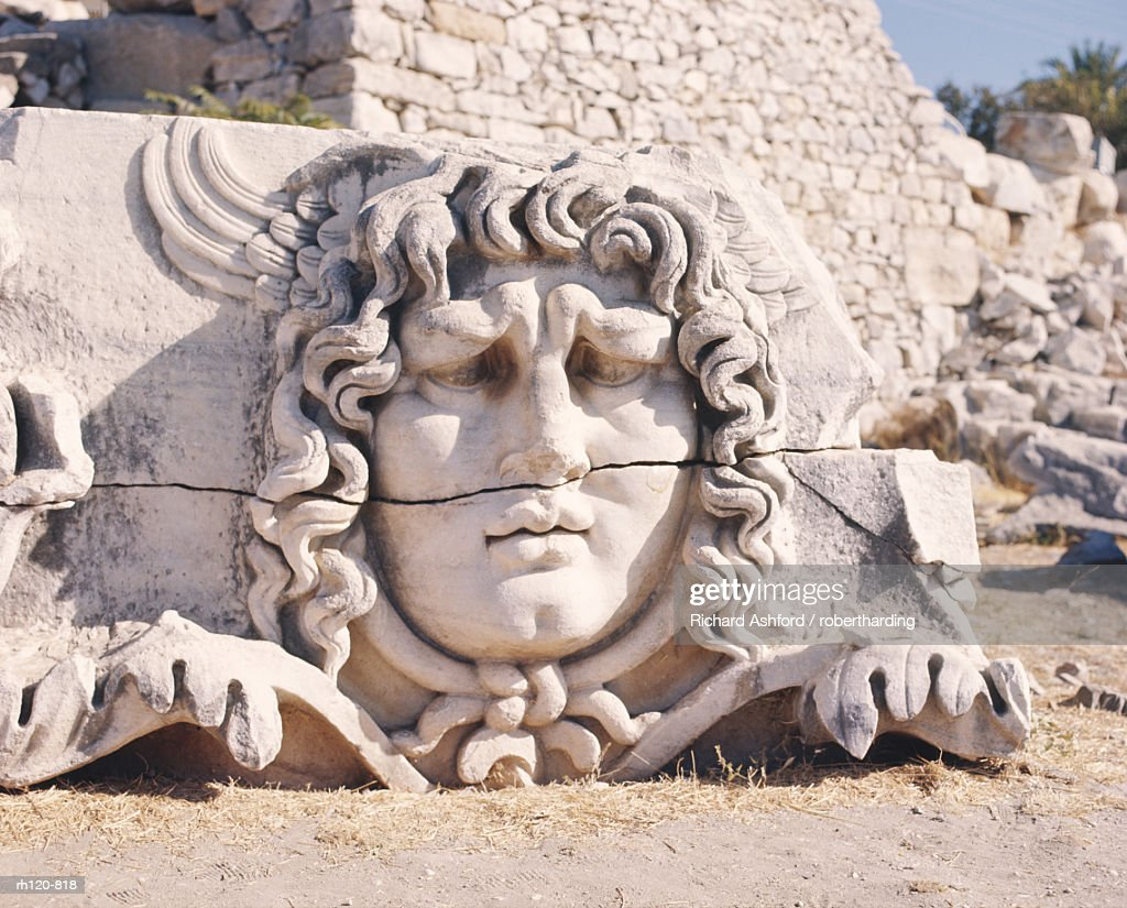 Carved head of Medusa at the archaeological site of Didyma in Turkey : Foto de stock