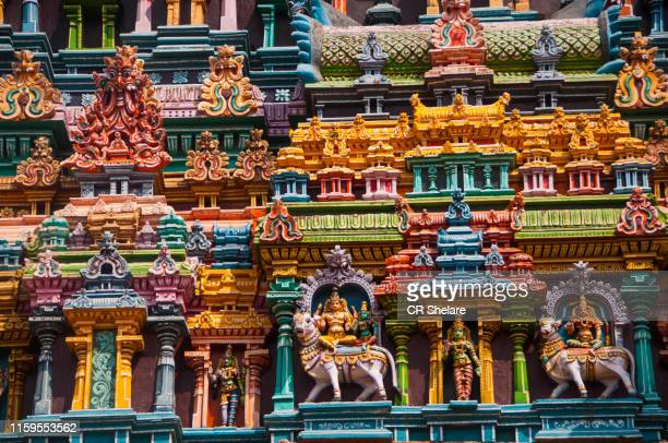 carved sculpture on the external walls of the meenakshi temple - dieu hindou photos et images de collection