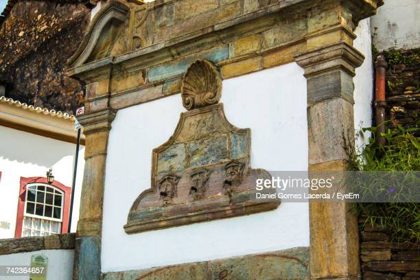 carvings on historical wall at ouro preto - preto stock pictures, royalty-free photos & images
