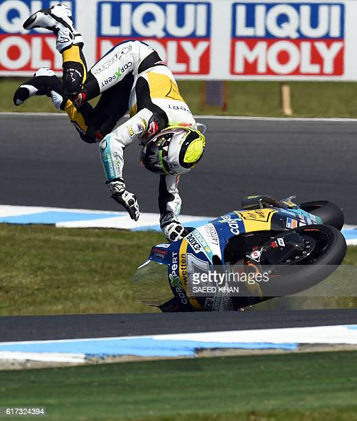 CarXpert Interwetten's Spanish rider Iker Lecuona crashes during the Australian Moto2 race at Phillip Island on October 23 2016 / AFP / SAEED KHAN /...