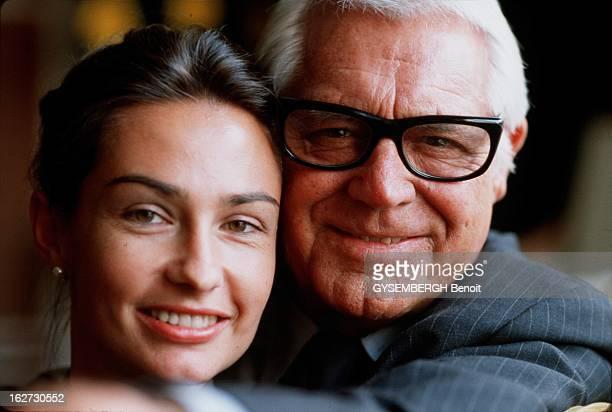 Cary Grant And His Wife Barbara Harris Cary GRANT serrant contre lui sa cinquième et dernière épouse Barbara HARRIS