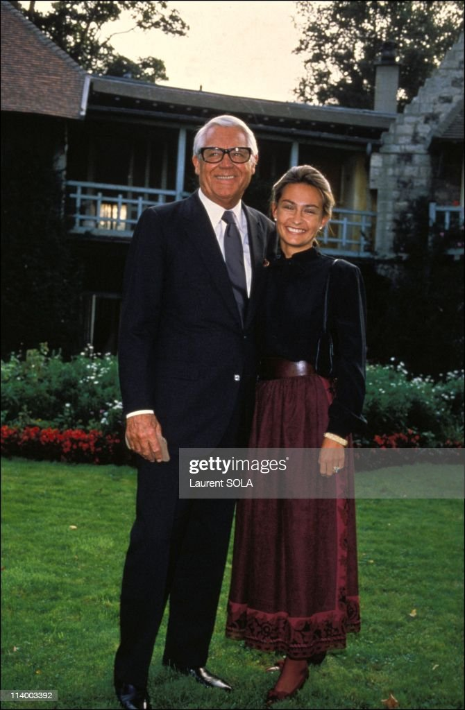 Cary Grant and wife Barbara In Paris, France On September 15, 1982- : News Photo