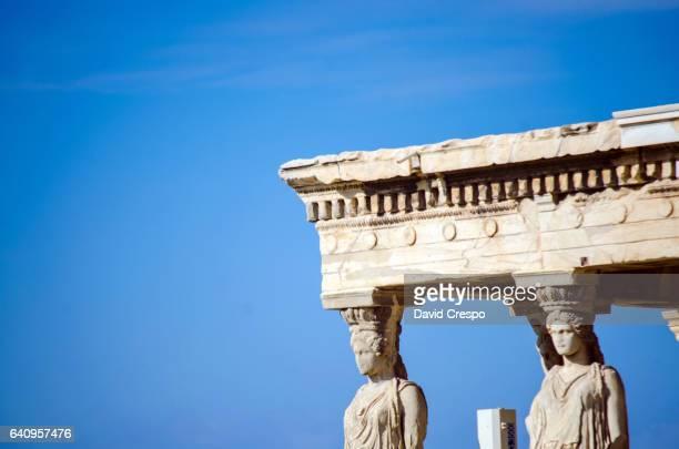caryatid - temple grec photos et images de collection