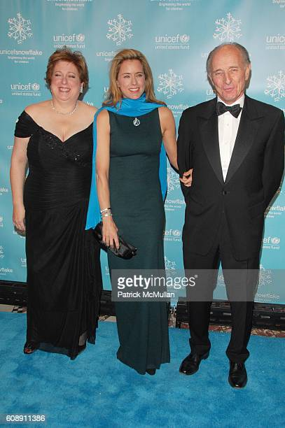 Caryl Stern Tea Leoni and Anthony Pantaleoni attend UNICEF 2007 SNOWFLAKE BALL presented by BACCARAT at Cipriani 42nd St NYC on November 27 2007