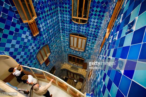 Casa Battl˜ of Antoni Gaudi, Passeig de Gracia, Barcelona, Spain, Europe.