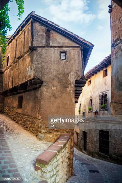 casa de la julianeta in albarracín, teruel, spain - casa stock pictures, royalty-free photos & images