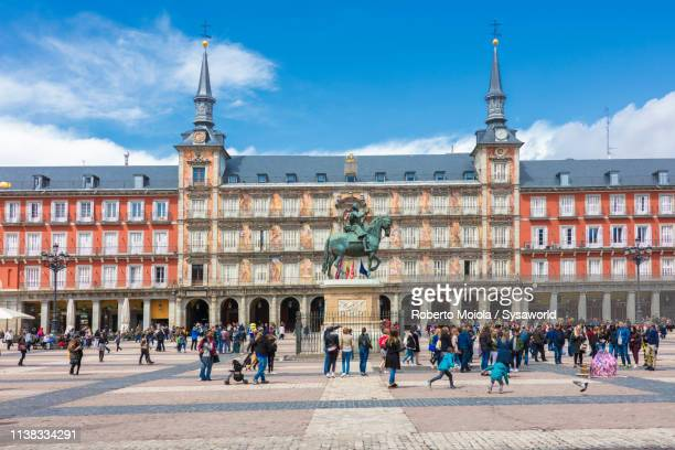 casa de la panaderia, plaza mayor, madrid, spain - madrid stockfoto's en -beelden