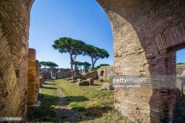 casa di diana, remains of 2nd cent. ad high-density housing, archeological site of the roman settlement of ostia antica, the ancient harbour of the city of rome, province of roma, lazio, italy, june29, 2018 - casa stock-fotos und bilder