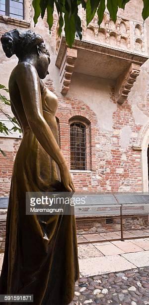 casa di giulietta (juliet's house) - casa stock-fotos und bilder