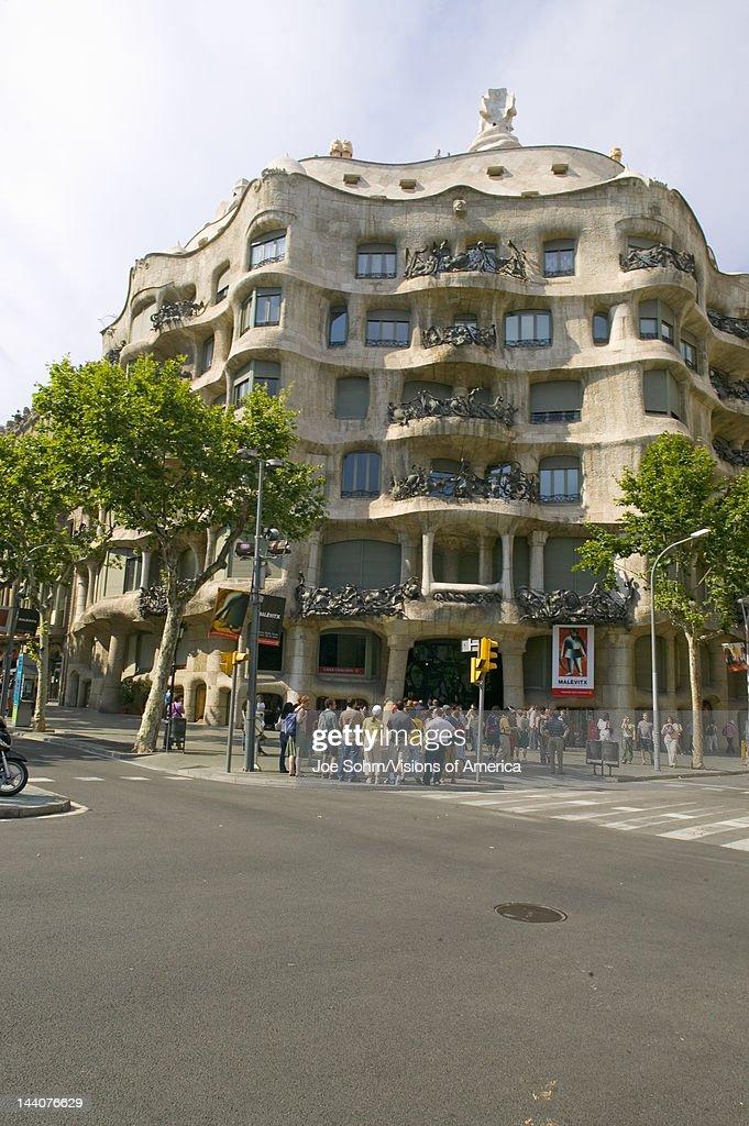 Casa Milà Barcelona - La Pedrera, by Antoni Gaudi, built between 1905-1911, Barcelona, Spain : News Photo
