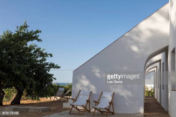 casa modesta rural guesthouse. olhao. portugal - flying buttress stock photos and pictures