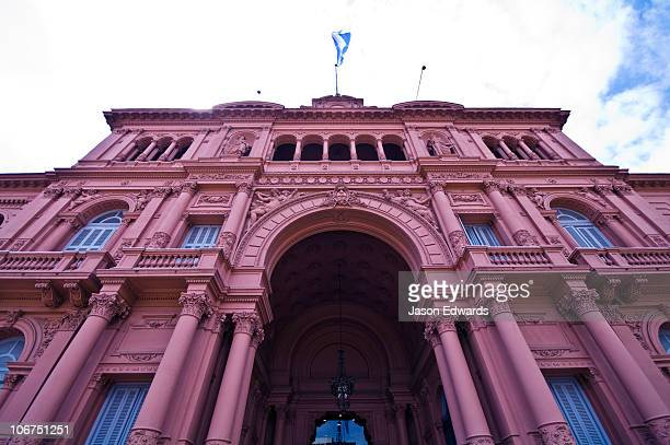The columned pink facade and Neoclassical portico of the Casa Rosada.