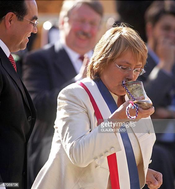 Michelle Bachelet nueva presidenta de Chile bebe chicha fabricada con vino blanco de la region de la comuna de Casablanca 70 km al oeste de Santiago...
