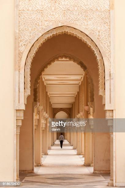 casablanca, morocco: intricate exterior marble and mosaic stone archway outside of hassan ii mosque in casablanca, morocco. - casablanca photos et images de collection