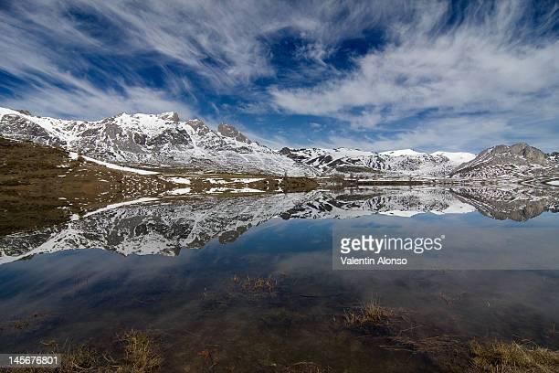casares reservoir - león province spain stock pictures, royalty-free photos & images