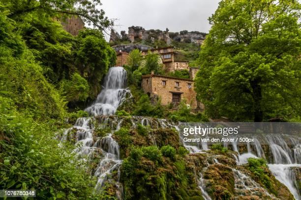 cascada de orbaneja del castillo - orbaneja del castillo photos et images de collection