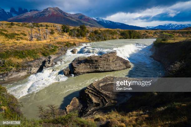 cascada rio paine - don smith stock pictures, royalty-free photos & images