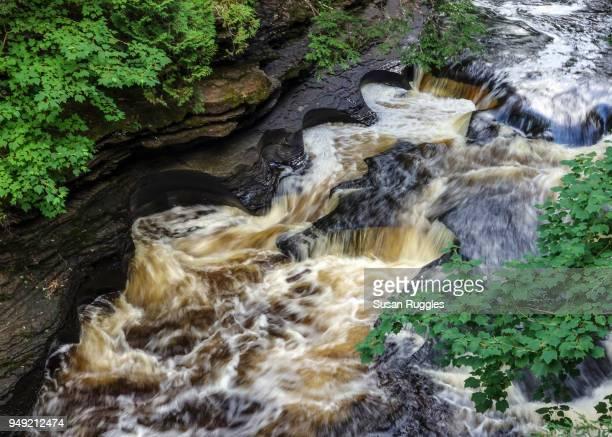 cascades and potholes, presque isle river, porcupine mountains wilderness state park - parque estatal de porcupine mountains wilderness fotografías e imágenes de stock