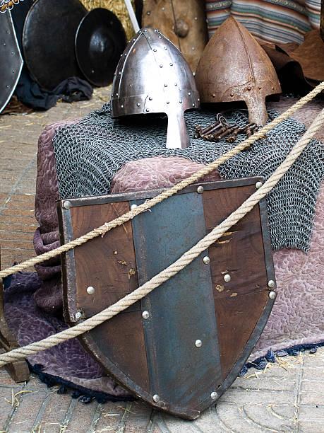 Cascos y escudos