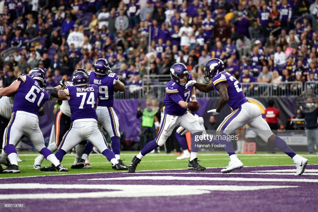 Case Keenum #7 of the Minnesota Vikings hands the ball off to Latavius Murray #25 in the fourth quarter of the game against the Chicago Bears on December 31, 2017 at U.S. Bank Stadium in Minneapolis, Minnesota.