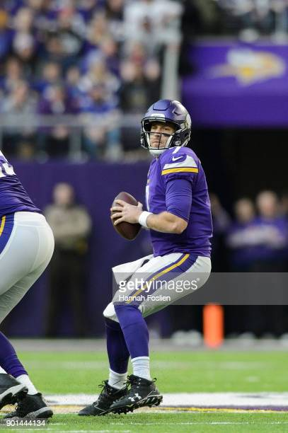 Case Keenum of the Minnesota Vikings looks to pass the ball against the Chicago Bears during the game on December 31 2017 at US Bank Stadium in...