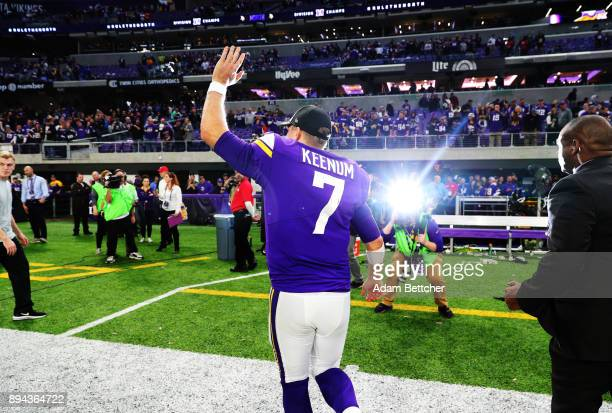 Case Keenum of the Minnesota Vikings waves to the crowd after the game against the Cincinnati Bengals on December 17 2017 at US Bank Stadium in...