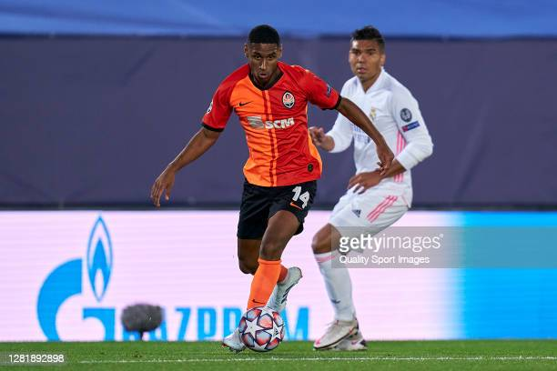 Casemiro of Real Madrid battle for the ball with Tete of Shakhtar Donetsk during the UEFA Champions League Group B stage match between Real Madrid...