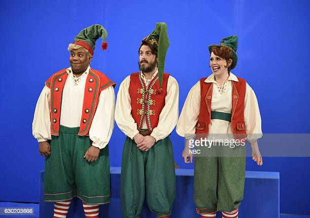 LIVE 'Casey Affleck' Episode 1714 Pictured Kenan Thompson Casey Affleck and Vanessa Bayer as Elves during the 'Mrs Claus and The Elves' sketch on...