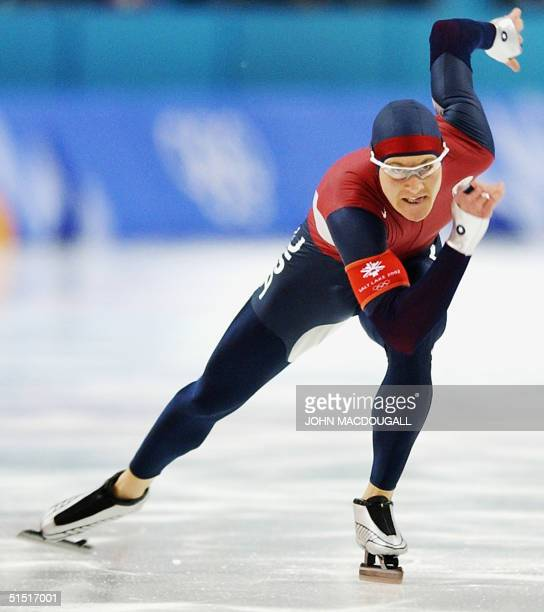 Casey Fitzrandolph of the US skates during the second men's 500m speed skating race at the Utah Olympic Oval 12 February 2002 during the XIXth Winter...