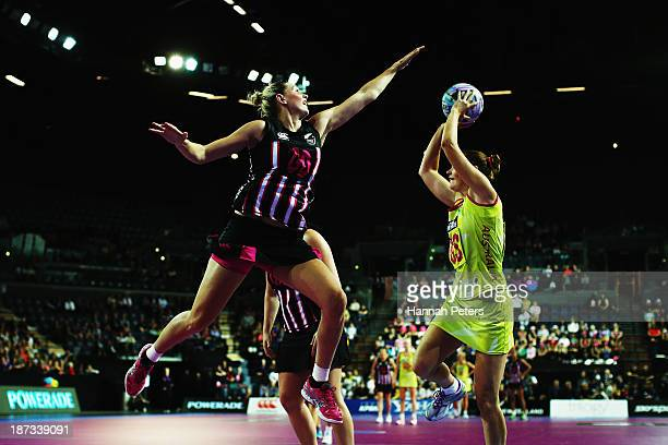 Casey Kopua of New Zealand defends against Susan Pratley of Australia during the match between New Zealand and Australia on day one of the Fast5...