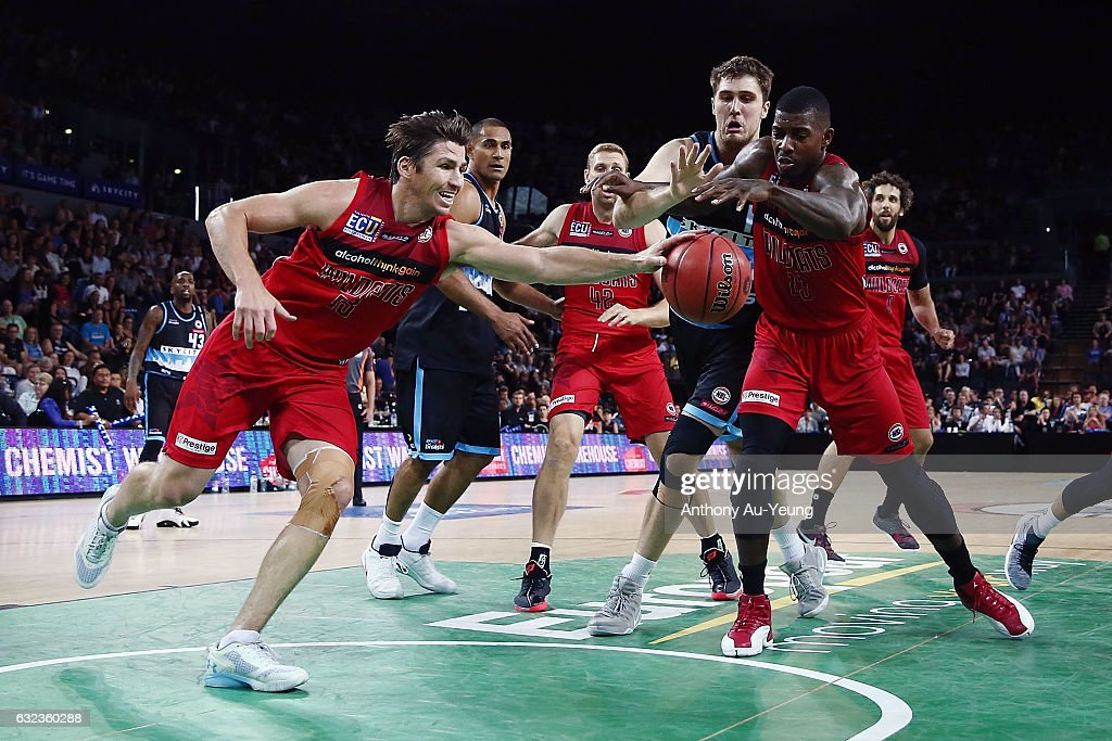 Casey Prather and Casey Prather of the Wildcats go after a loose ball during the round 16 NBL match between the New Zealand Breakers and the Perth Wildcats at Vector Arena on January 22, 2017 in Auckland, New Zealand.