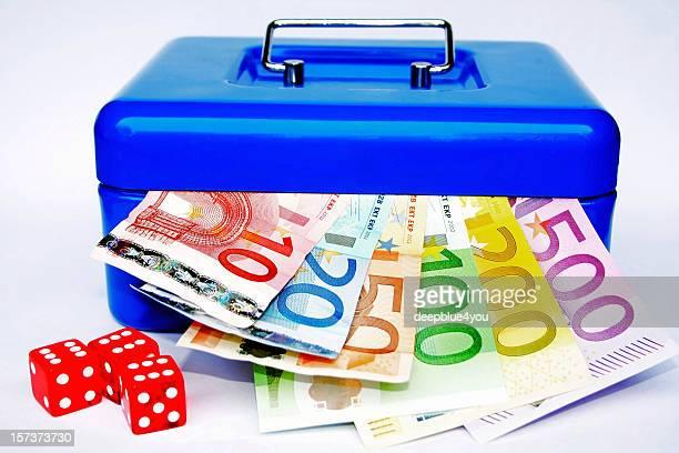 caja de dinero - billete de banco de quinientos euros fotografías e imágenes de stock