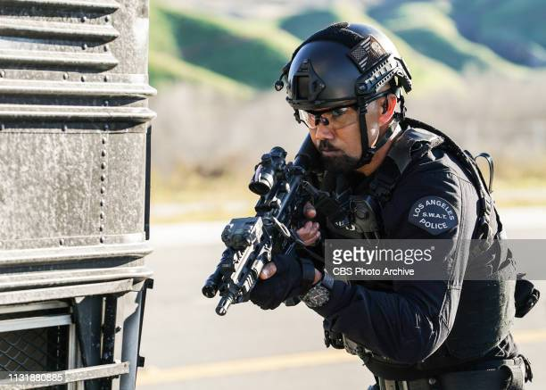 Cash Flow Hondo has a tense reunion with a fellow Marine Ruiz when the SWAT team hunts an escaped convict who was broken out of prison by criminals...