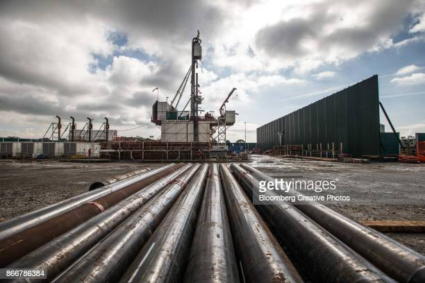 casing lies on the ground in front of the drill rig at a pilot gas well site - fracking stock pictures, royalty-free photos & images