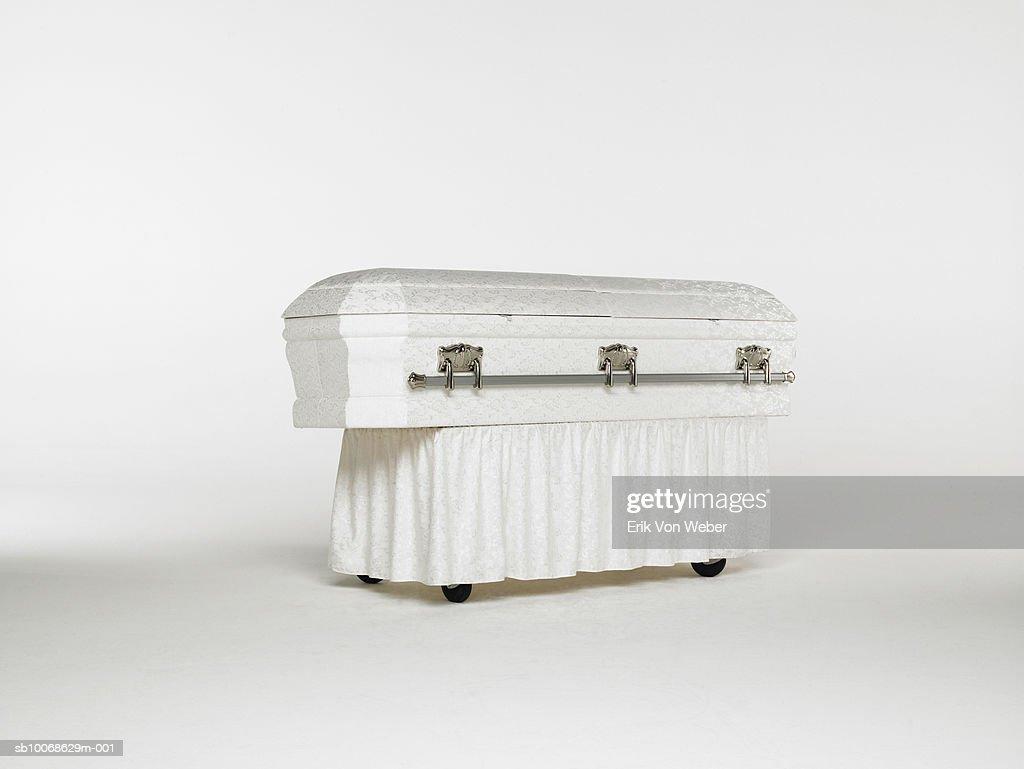 Casket on white background : Foto de stock