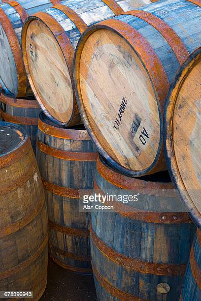 casks (barrels), port askaig, islay, argyll and bute, scotland, united kingdom, europe - alan copson stock pictures, royalty-free photos & images